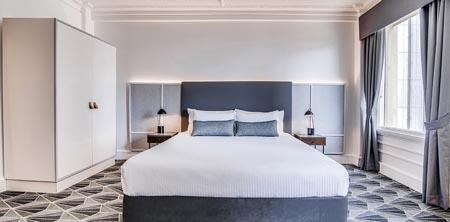 Savoy-Hotel-on-Little-Collins_MEL_guest-room.jpg