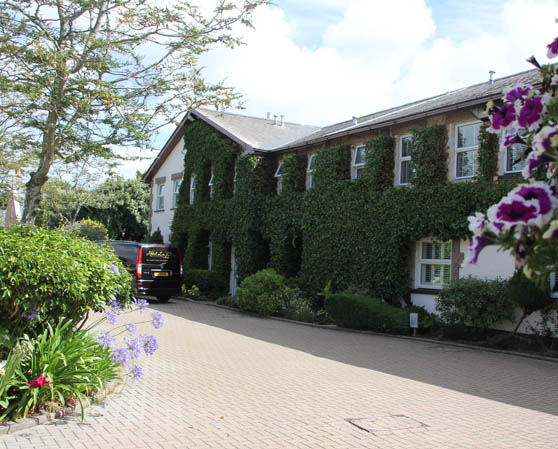 La Place Hotel & Country Cottages  Holidays