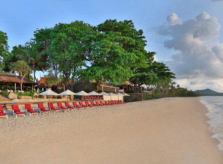 Poppies Samui - Beach with Loungers