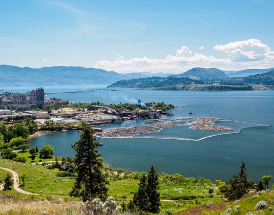 Kelowna,_British_Columbia_Majesty_of_the_Rockies.jpg