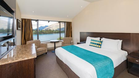 Copthorne-Lakefront-Queenstown-Superior_Lakeview_-_King_01.jpg