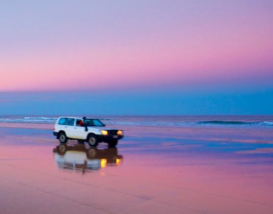 Fraser_Island_75_Mile_Beach,_Fraser_Island.jpg