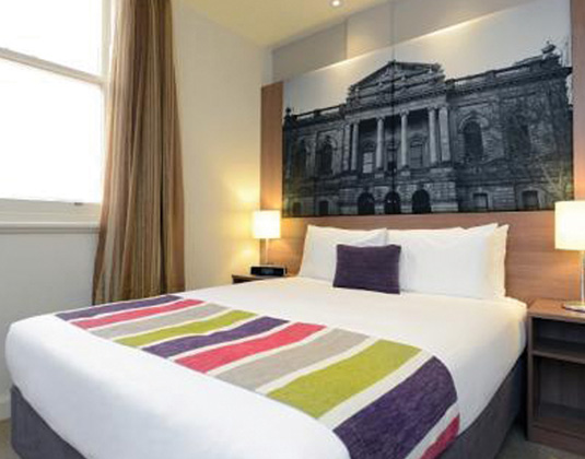 Mercure_Grosvenor_Adelaide_-_Standard_room.jpg