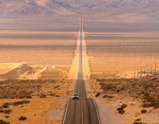 Long_desert_highway_leading_into_Death_Valley_National_Park.jpg