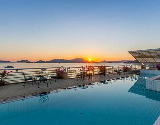 Kantary_Bay_Hotel_Phuket_-_Pool.jpg