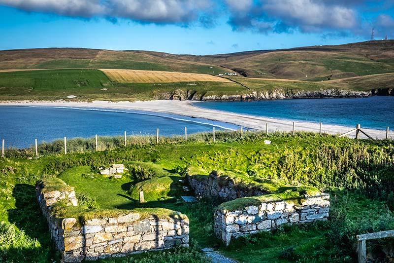 Shetland_Islands,_St_Ninians_Beach_shutterstock_1139632493.jpg