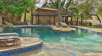 Idubu_Swimming_at_main_pool.jpg