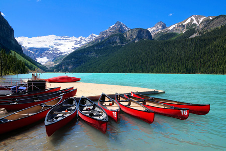 Lake_Louise_canoes_shutterstock_670740856.jpg
