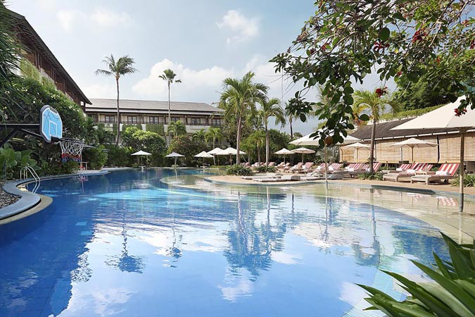 Blu-Zea-Resort-by-Double-Six_pool-and-loungers.jpg