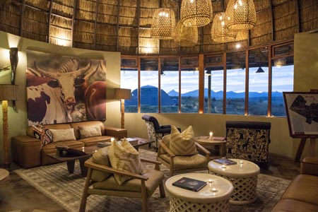 Gondwana_Kwena-Lodge-Bar-Lounge.jpg