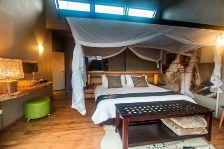 Rhino-Ridge-Safari-Lodge-SAFARI-ROOM-FAMILY-INT-1-Guy-Upfold.jpg