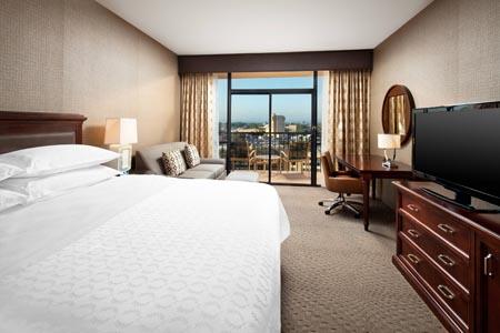 Sheraton-Park-at-the-Anaheim-Resort_king-room.jpg