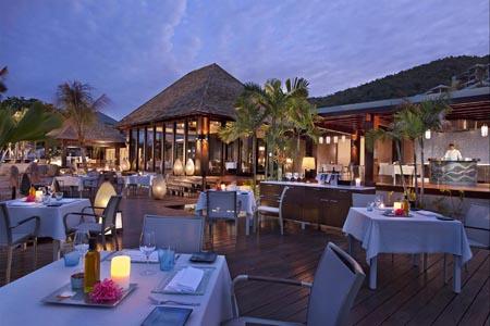 Raffles-SEZ_Curieuse_Restaurant_491343_med.jpg