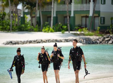 CROSSROADS-Destination-Best-Dives-5.jpg