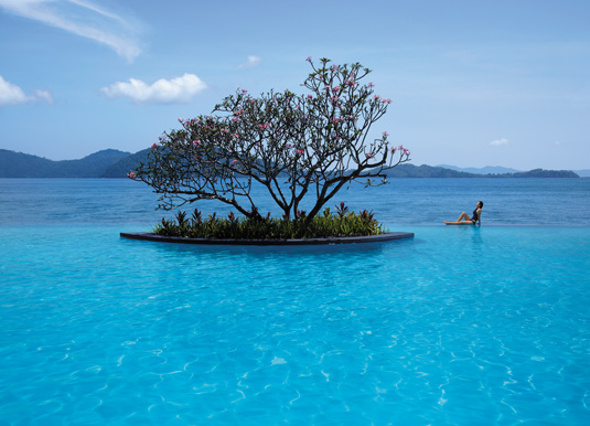 Shangri-La's Tanjung Aru Resort & Spa - Pool & Sea