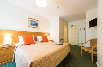CB9030_2_Norfolk_Lodge_double_room.jpg