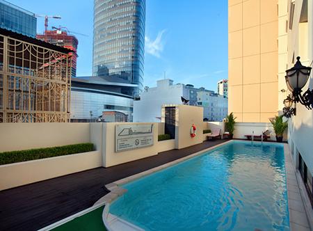 Duxton,_Ho_Chi_Minh_City_-_Swimming_Pool.jpg