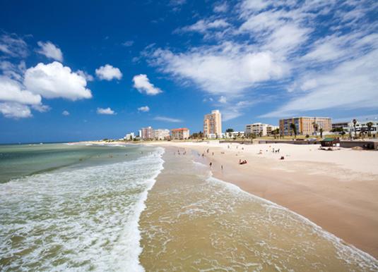 Hobie_Beach,_Port_Elizabeth_shutterstock_92001908.jpg