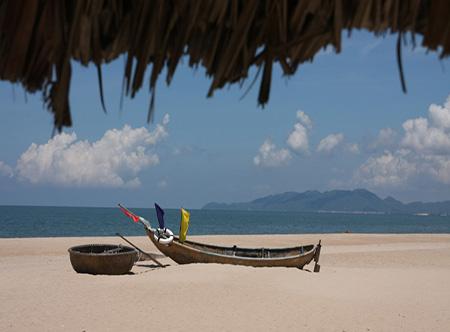 1.Ho_Tram_Beach_Resort_and_Spa_-_Beach.jpg