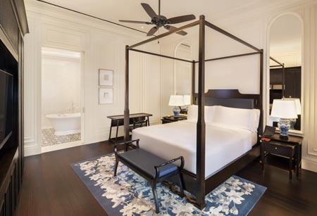 Raffles-SIN_Courtyard-Suite-Bedroom.jpg