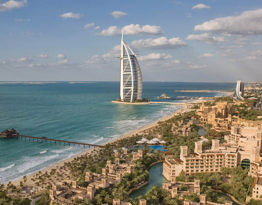 Madinat_Jumeirah_Al_Qasr_hotel_and_Dar_Al_Masyaf_summer_houses_-_aerial_view.jpg