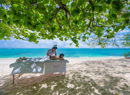 Denis_Island_massage_under_the_tree.jpg