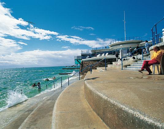 Havre_des_Pas_tidal_pool,_St_Helier.jpg
