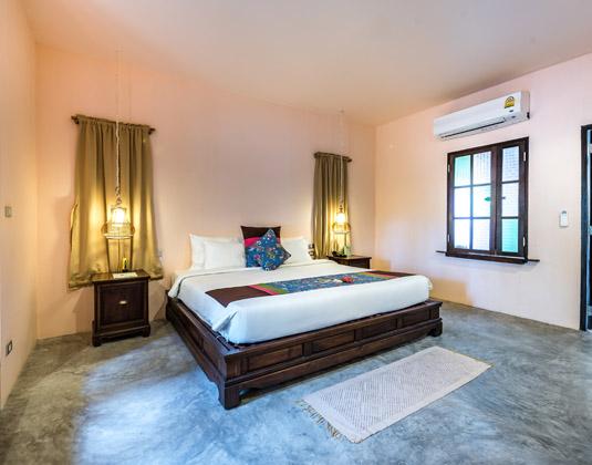 Kohn_Yao_Yai_Village_-_Two_Bedroom_Family_Villa,_Master_Bedroom.jpg
