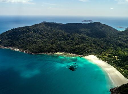 Taaras_Redang_-_Aerial_of_beach.jpg