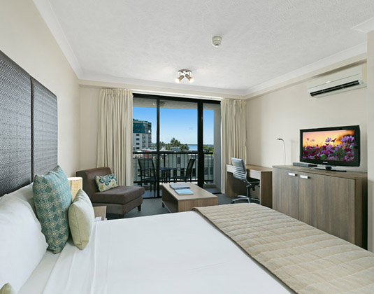 Mantra_Esplanade_Hotel-_Room_City_View.jpg