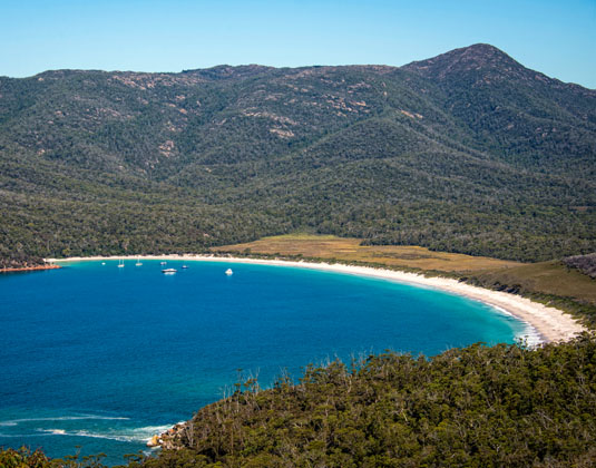 Freycinet_National_Park_Wineglass_Bay_from_Mt_Amos.jpg