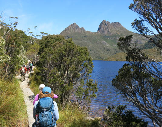 People_walking,_Cradle_Mountain_Cradle_Mountain_National_Park_.jpg