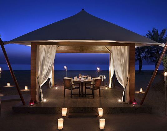 The_Ritz-Carlton_Ras_Al_Khaimah,_Al_Hamra_Beach_-_dining_by_design.jpg