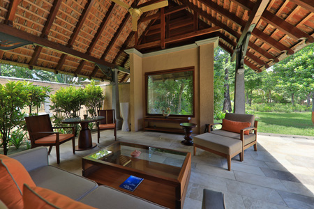 Maradiva_Luxury_Suite_Pool_Villa_-_Exterior_3.jpg