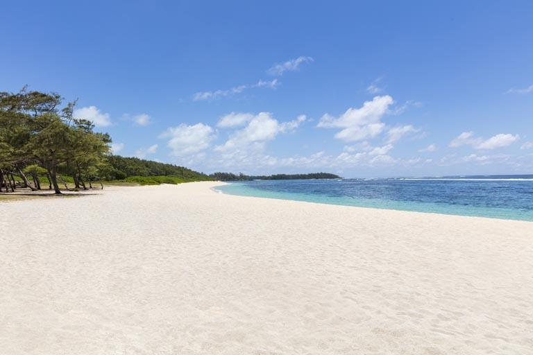 Anantara-Iko-Mauritius_La-Cambuse-beach-2.jpg