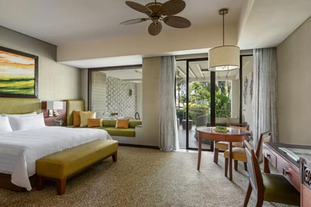 Shangri-Las-Rasa-Ria-Resort-and-Spa-Ocean-Wing-Junior-Suite-Garden-View-King-1355814.jpg
