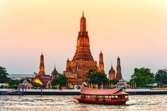 Wat-Arun-Bangkok-shutterstock_135089390.jpg