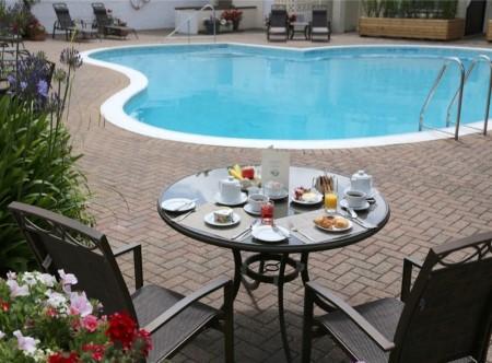 9115_1_La_Place_Poolside_Dining.jpg