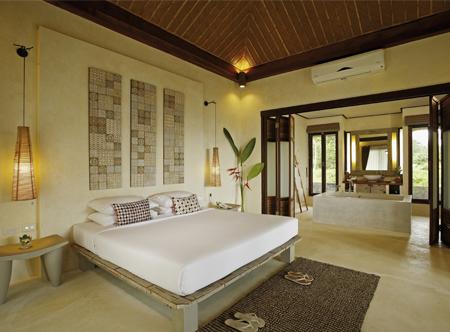 12148_2_Bangsak_Village_Khao_Lak_Alocasia_superior_bungalow.jpg