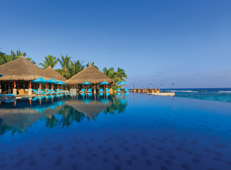 Anantara Veli - Pool and Bar