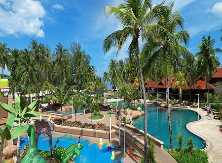 Meritus_Pelangi_Beach_and_Spa_Resort_-_Horizon_Pool.jpg