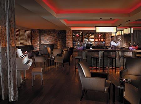 Shangri-Las_Rasa_Sayang_Resort_-_Feringgi_Bar.jpg