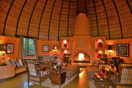 hoyo_hoyo_safari_lodge_-_lounge.jpg