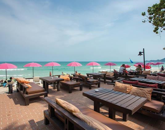Baan_Samui_bar_and_beach.jpg