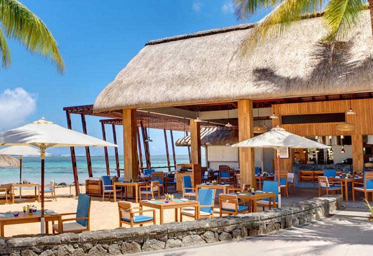 Outrigger-mauritius-resort-dining-edgewater-bar3.jpg