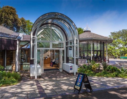 Guernsey_Museum_in_Candie_Gardens.jpg