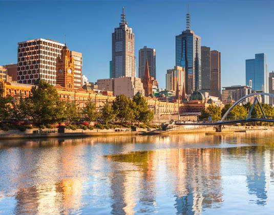 Melbourne_skyline_looking_towards_Flinders_Street_Station.jpg