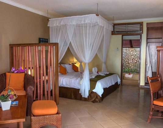Holiday Resort Lombok - Beach Bungalow