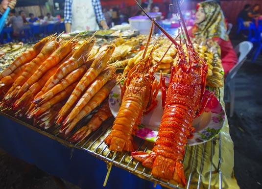 Kota_Kinabalu_night_market.jpg