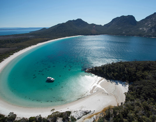 Freycinet_National_Park_Wineglass_Bay_Cruise,_Tasmania.jpg